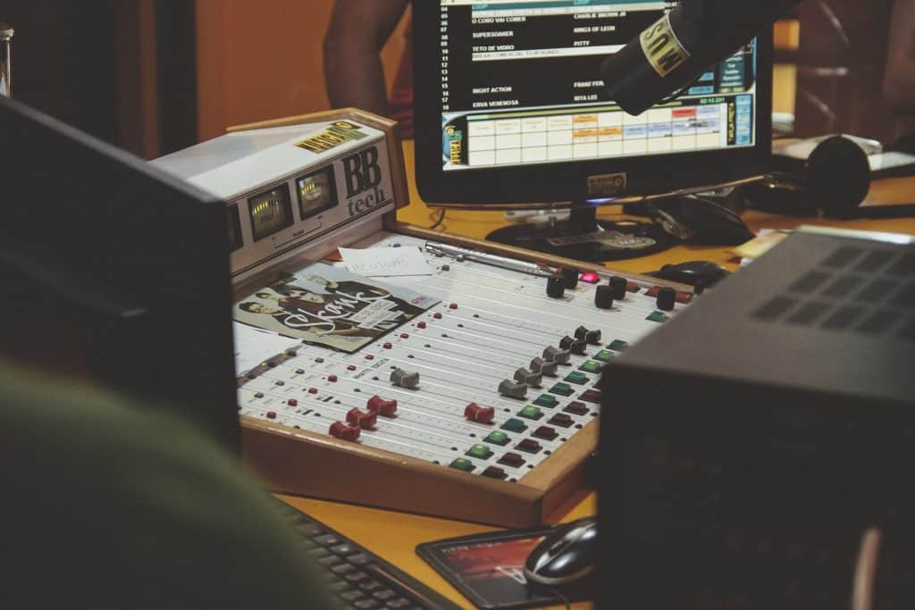 mixing & mastering desk music production